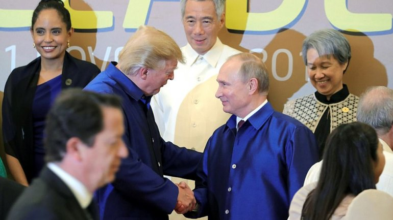 Trump and Putin continue Bill Clinton's tradition by wearing traditional Vietnamese silk shirts at APEC conference
