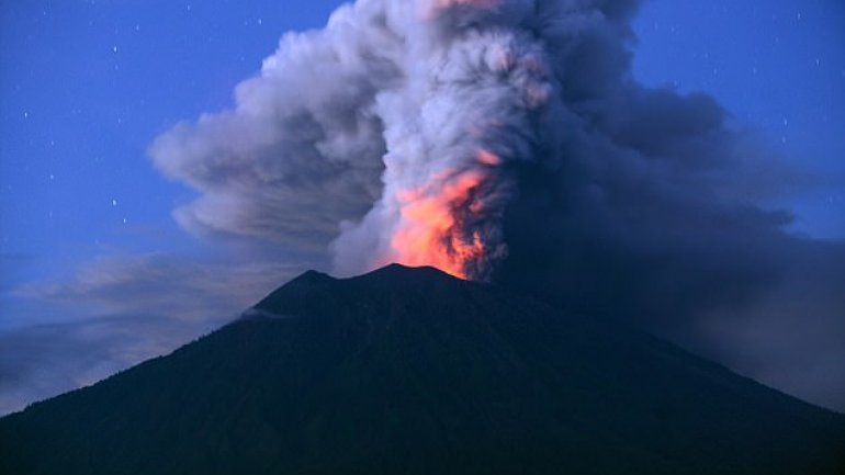 Mount Agung erupted canceling over 900 flights leaving 120 000 tourists stuck in Bali