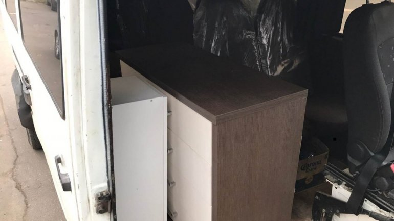 Don't leave possession unsupervised! Man had two wardrobes stolen while cleaning out his apartment