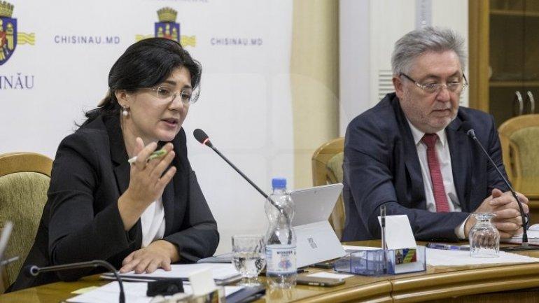 Heated City Hall meeting: Silvia Radu chastised Transport Directorate Head on 3-km 'trophy'