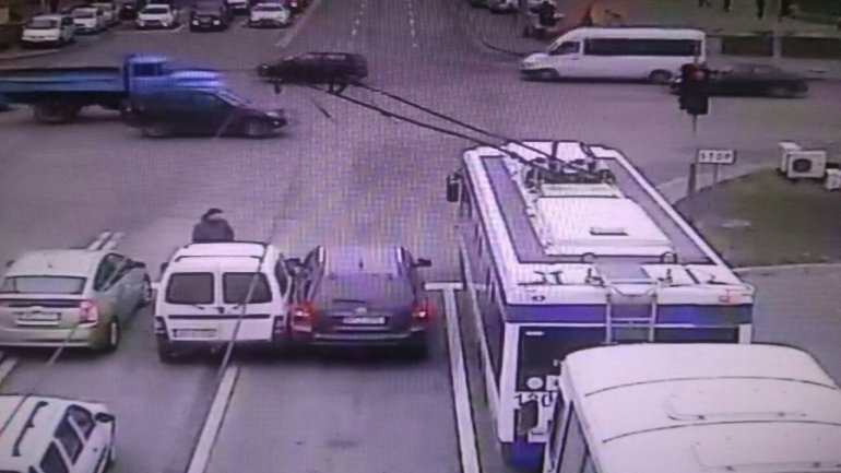 Two drivers attempted to squeeze on same lane in Capital causing accident