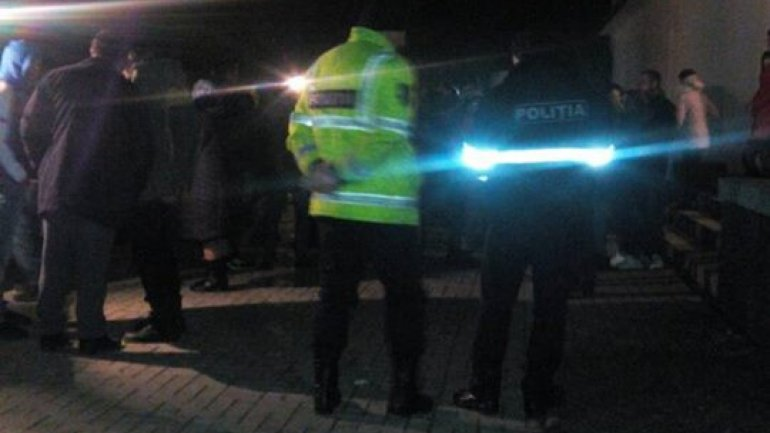 Playing with death! Drunk men decided to take motorcycles for a ride and fell off a bridge in Florești