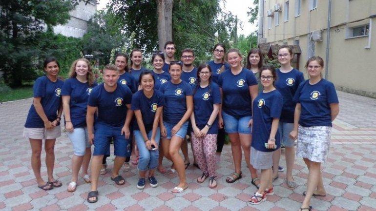 Optometry students from UK visited Moldova on volunteering mission