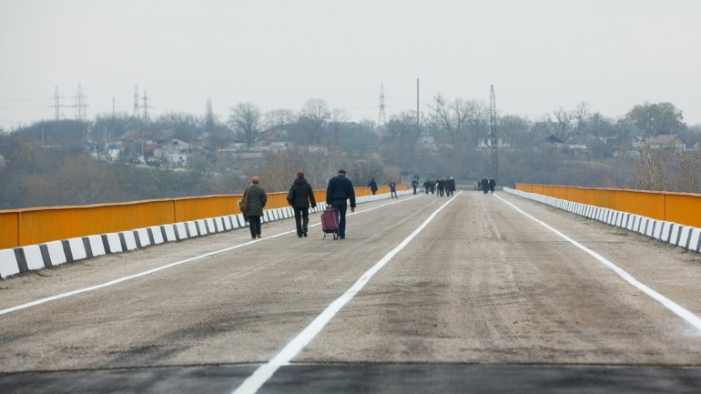 Dniester bridge reopened after a 25 year break