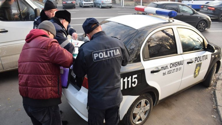Minibus drivers from Chisinau pulled over and fined for transporting too many passengers