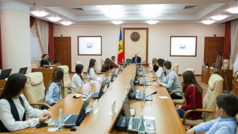 Prime minister Filip discussed with student group regarding government function and premier's requirements