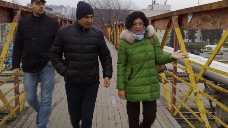 Silvia Radu hears citizen's pleas. Official went to Flea Market from Tăbăcăria Veche Street to solve retailer's issues