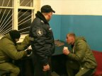 Alcohol made them invincible. Two men picked fights with police officers and security guards in Buiucani