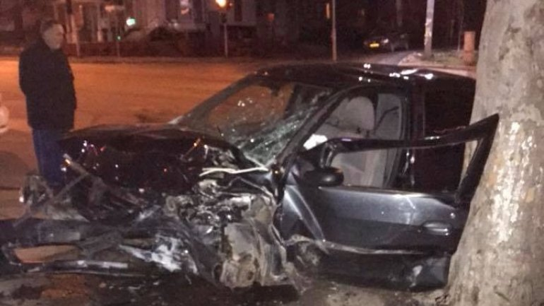 Two men severely hospitalized after car crash at intersection of Ion Creanga and Eugen Coca streets