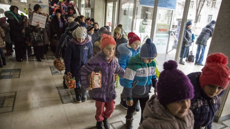 Over 900 children from socially vulnerable families in Chisinau received gifts from Santa Claus (PHOTOREPORT)