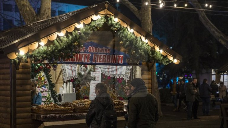 Visitors enjoy tasty dishes at Christmas House Fair in city center