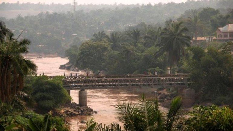 Massacres in Congo: Soldiers accused of throwing bodies off  bridge