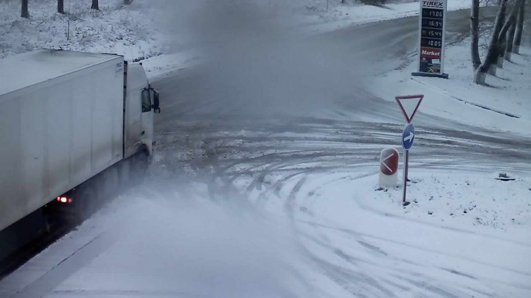 Warning for Drivers: Snow and frost causes slow movement on National roads