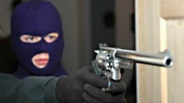 Horrible in Talmaza village: Spouses maltreated, threatened with gun by robbers