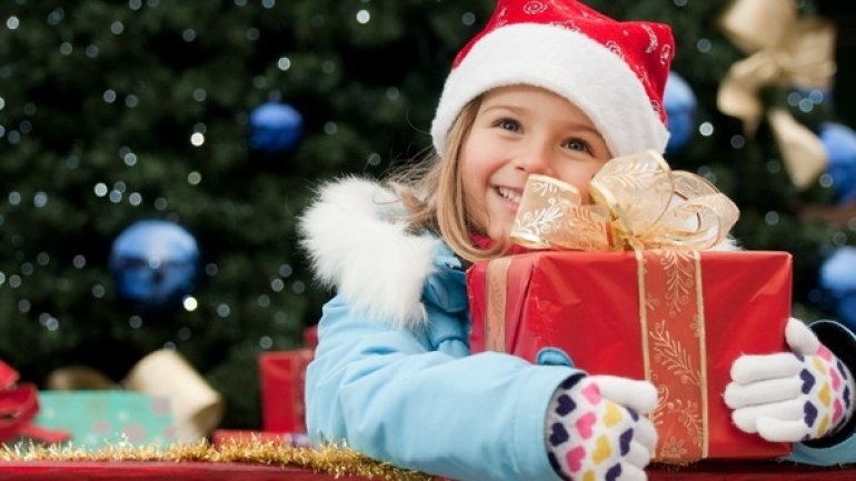Vulnerable children received pleasant surprise. Police officers went around Moldova bringing gifts