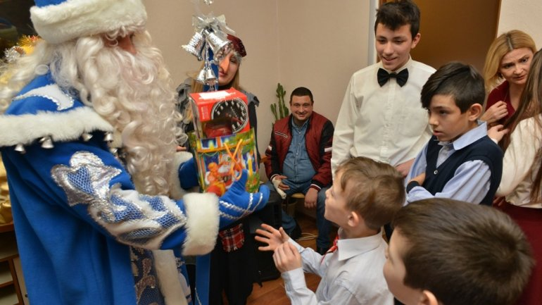 Santa Claus visited children from Center of Temporary Placement from Vadul lui Vodă