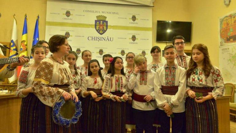Over 200 children sung carols in Chisinau City Hall