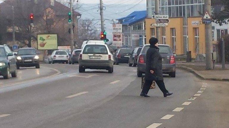 Pedestrians crossing street irregularly fined in Bălți