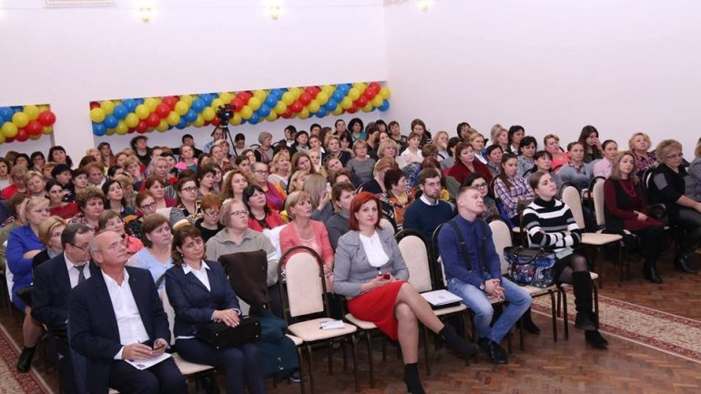 Teachers from Chisinau requested bigger salaries and new education system at meeting with Ministry of Education and deputies