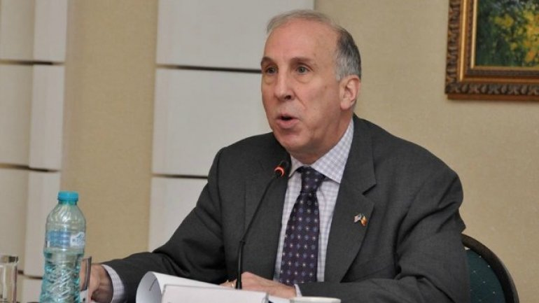 U.S. Ambassador to Moldova, James Pettit, urges implementation of bill against foreign propaganda