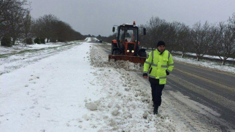 27 trucks cleaned North national roads after yesterday snow