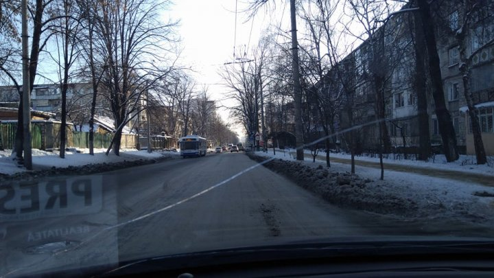 Vasile Lupu Street from Buiucani sector coated in ice, after water pipe burst