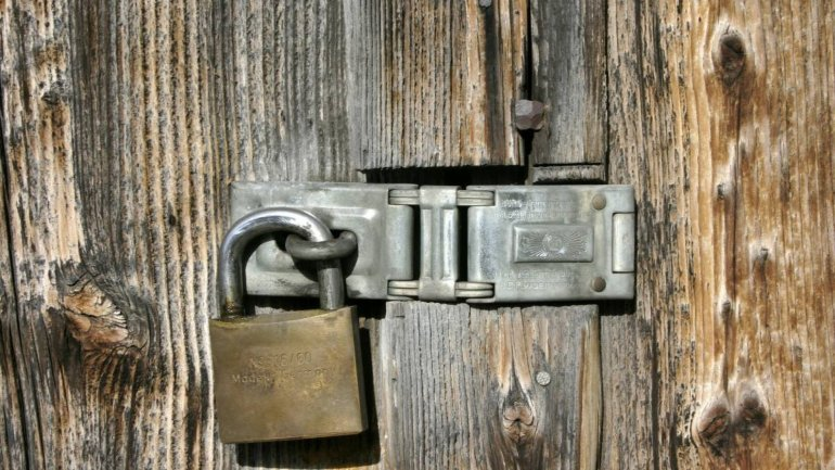 Tenant from Bălți locked out of his rented apartment, after landlord changed deadbolt