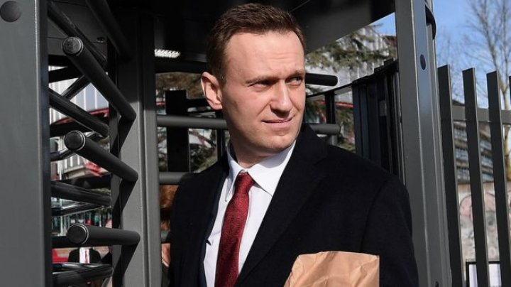 Russian police raided opposition leader Navalny's office amid election boycott rallies: Bomb threat reported