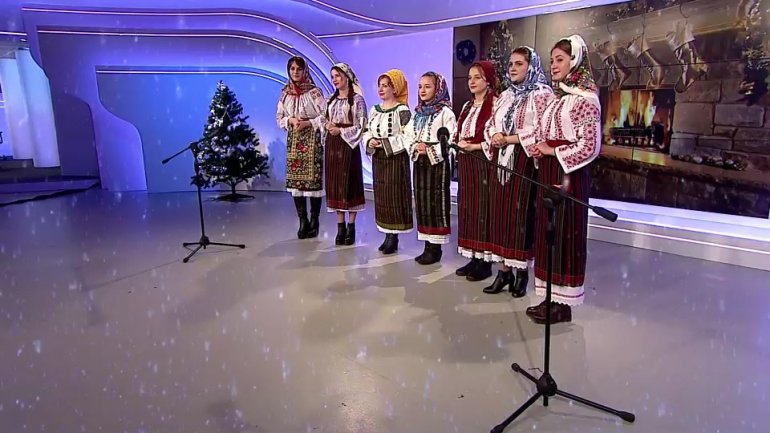 Carols sung in Publika TV studio