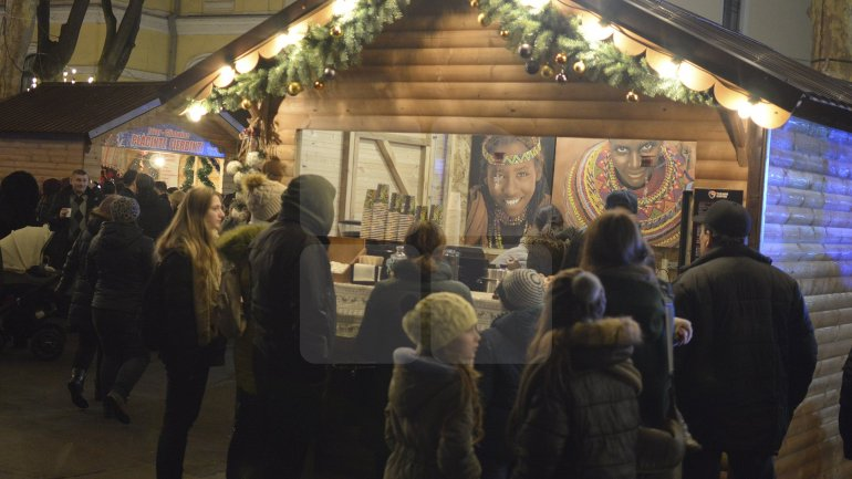 Christmas Fair from Capital's heart came to an end. Organizers held a raffle and a last concert for visitors