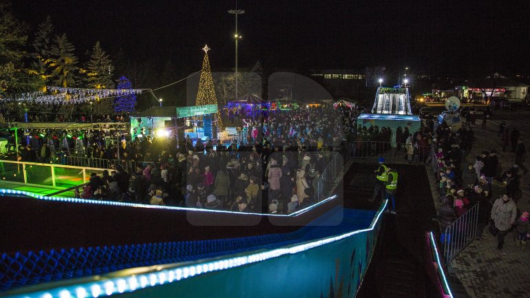 Christmas Fair from Nisporeni bustling with people