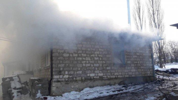 Fire in school canteen from Cucuruzeni village. Eyewitnesses heard an explosion (Photo)