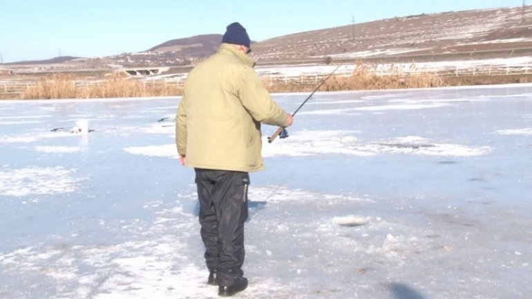 Lovers of ice fishing woke up early today to catch the best spots