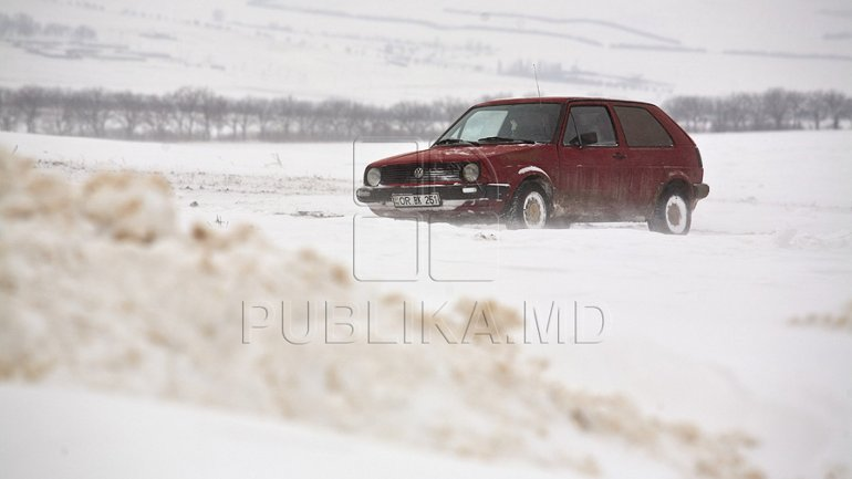 Snow blocked multiple national roads from Moldova