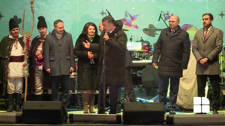 Authorities came to congratulate people with the New Year at the concert held in Nisporeni