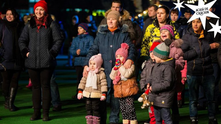 Dozens of people gathered last evening to enjoy concert organized at the Christmas Fair