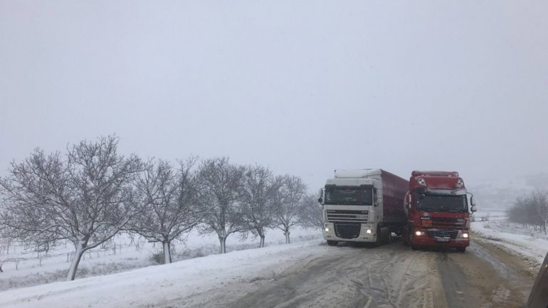 Moldova filled with accidents. Tank truck crashed in a TIR