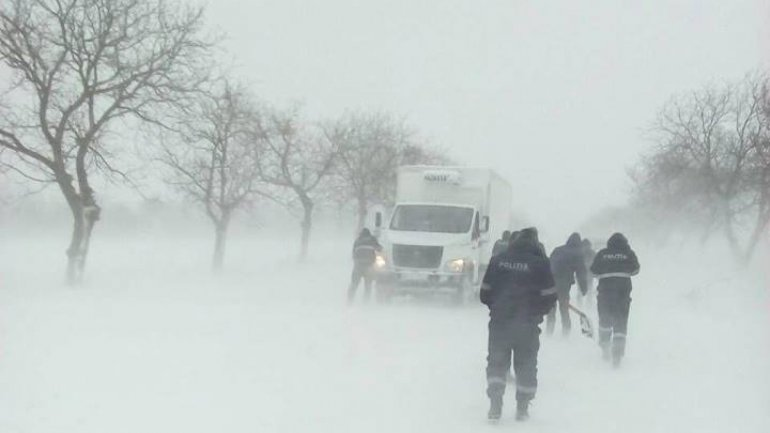 Heavy snow in Moldova: power outage in nearly 300 settlements, 27 roads snowed in and 65 registered accidents