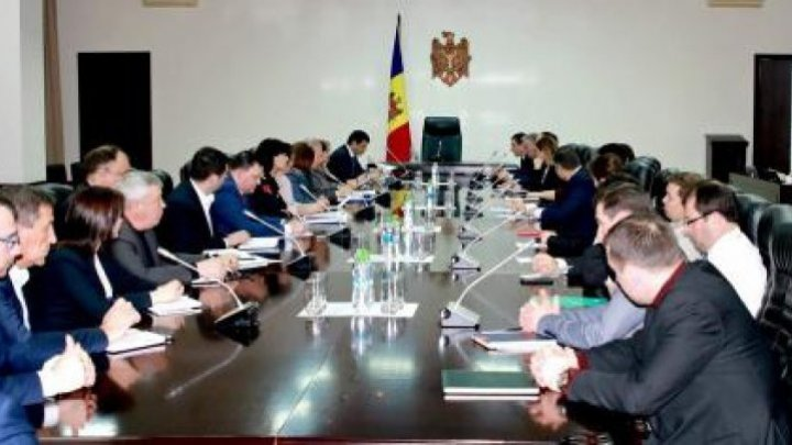 Economy Minister and Commerce Chamber officials debated solutions to industrial issues