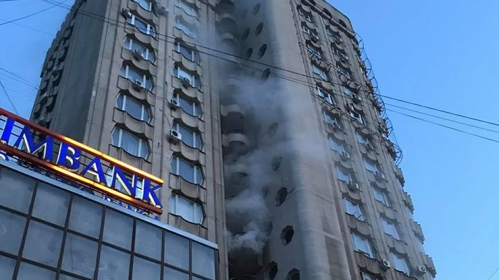 Fire in the Capital! Building on Moscovei Street started emitting thick smoke (Photo/Video)