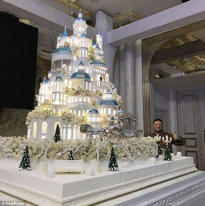 Eatable masterpiece in Kazakhstan. Confectioner created 4 meter wedding cake