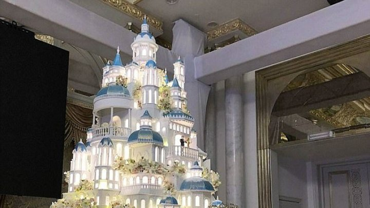 Eatable masterpiece in Kazakhstan. Confectioner created 4 meter wedding cake