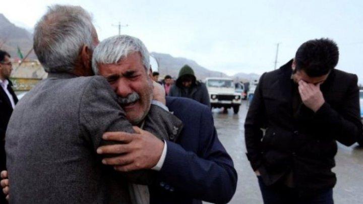 Iran air crash: Bad weather hampers rescuers