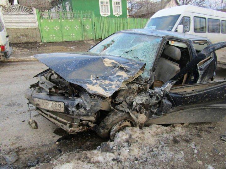 Car crash in Străşeni: 1 dead and 1 injured. WARNING GRAPHIC IMAGES