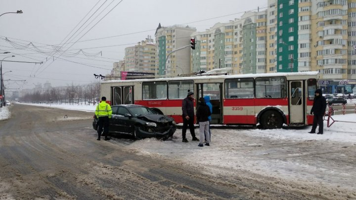Car accident in Ciocana. Trolleybus and car collided