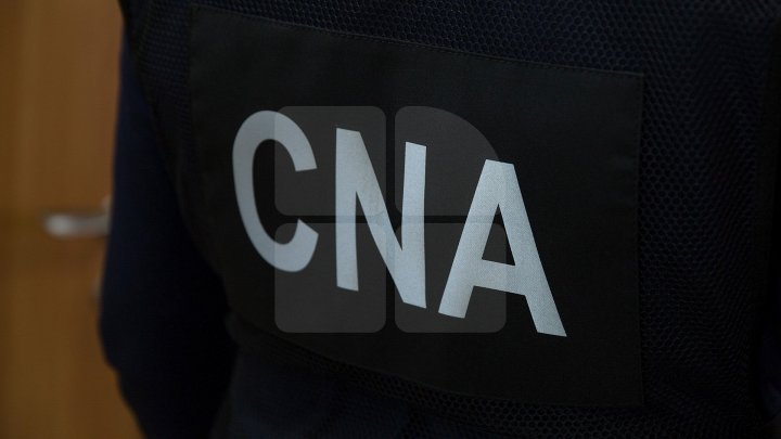 Two men receiving money to issue driving permits, documented by CNA