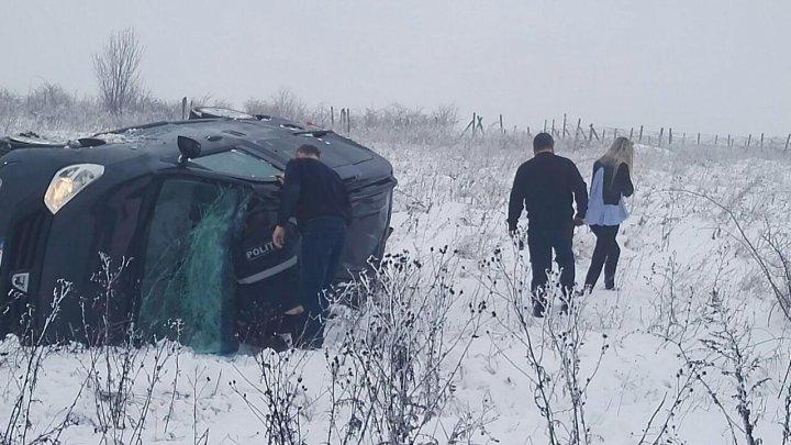 Grave accident on Chişinău-Bălți. PGI deputy head and head of Public Security Directorate intervened to help victims