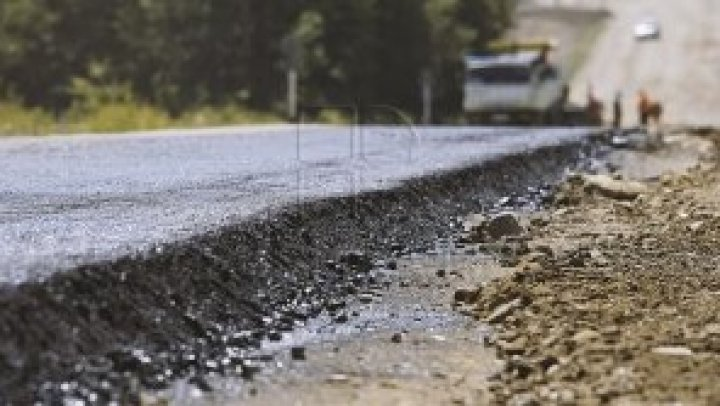 Chisinau streets got muddy as aftermath of construction trucks on road