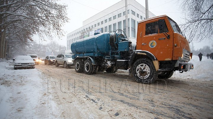 Situation in Capital. Employees worked day and night to clean snow off roads and pavements