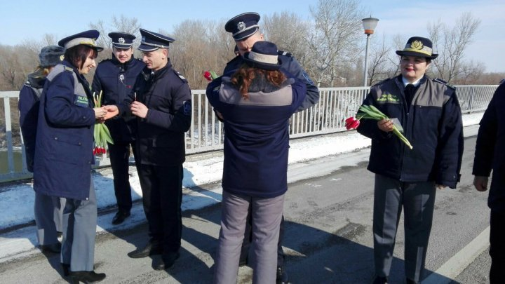 Cold weather did not stop Border Guards from Romania and Moldova from meeting and congratulating each other with the first day of spring